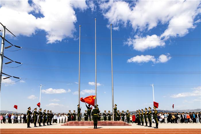 20升国旗仪式.jpg